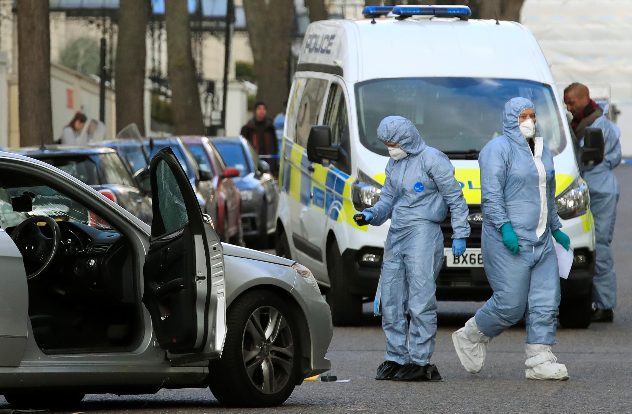 إطلاق النار على مركبة صدمت سيارة سفير أوكرانيا  (7)