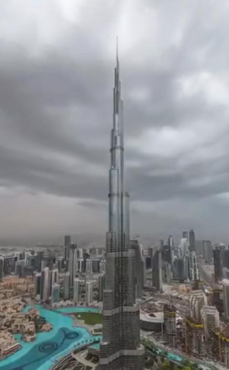 صاعقة تضرب قمة برج خليفة بعدسة ولى عهد دبى فيديو وصور اليوم السابع