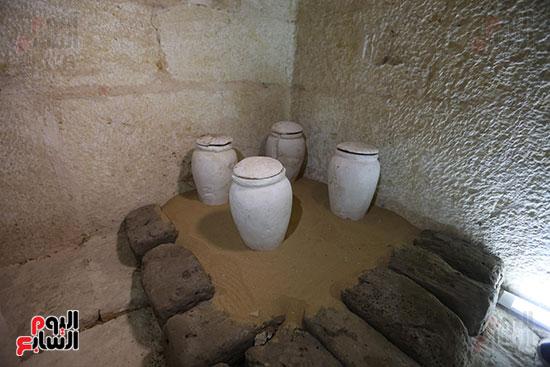 مقبرة خوى أحد النبلاء فى مصر  فى سقارة (10)