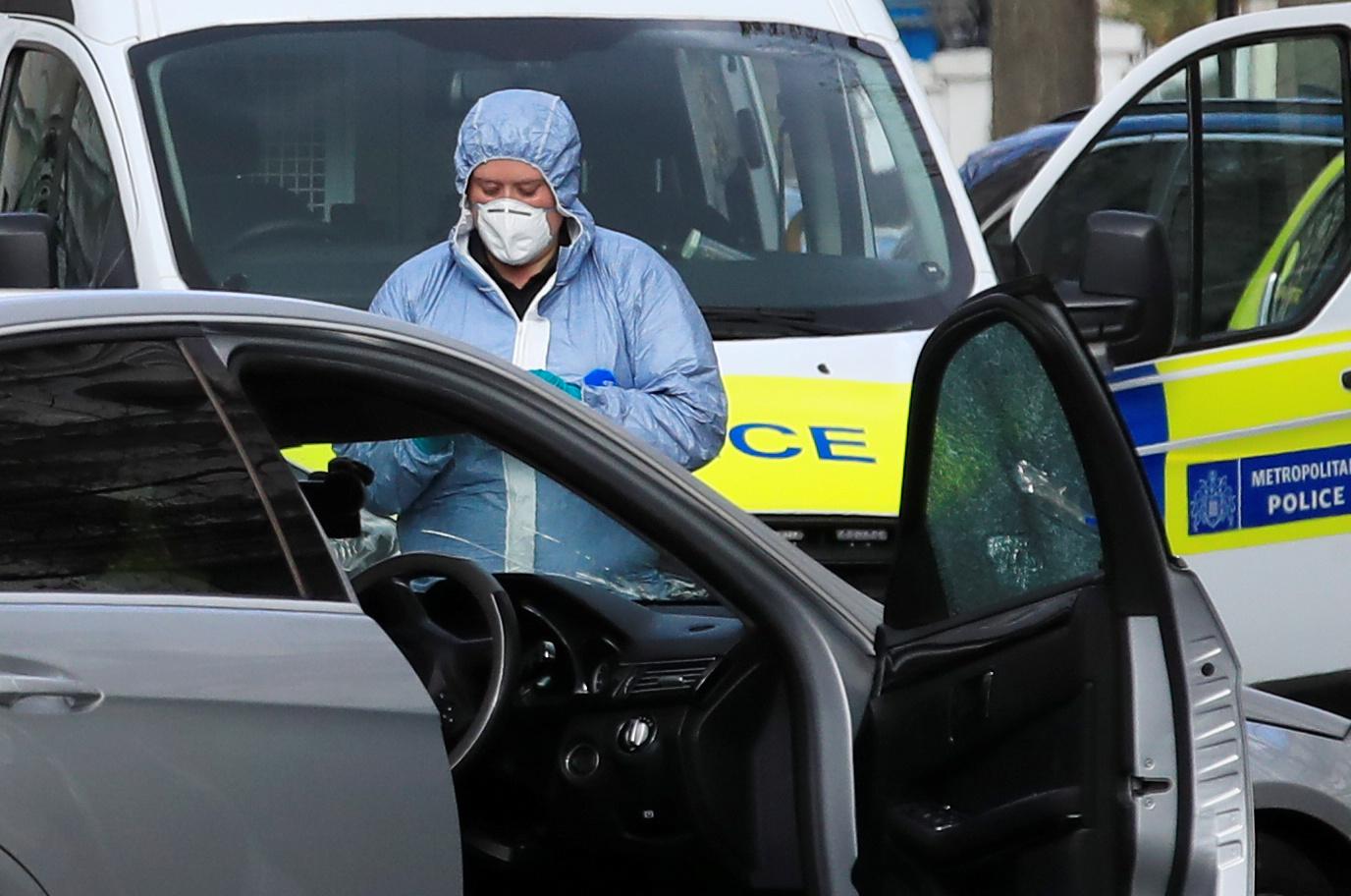 إطلاق النار على مركبة صدمت سيارة سفير أوكرانيا  (6)