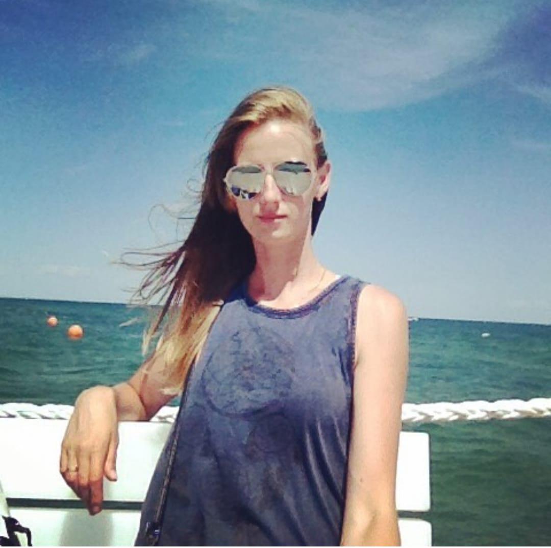 كاترين بالنظارة الشمسية