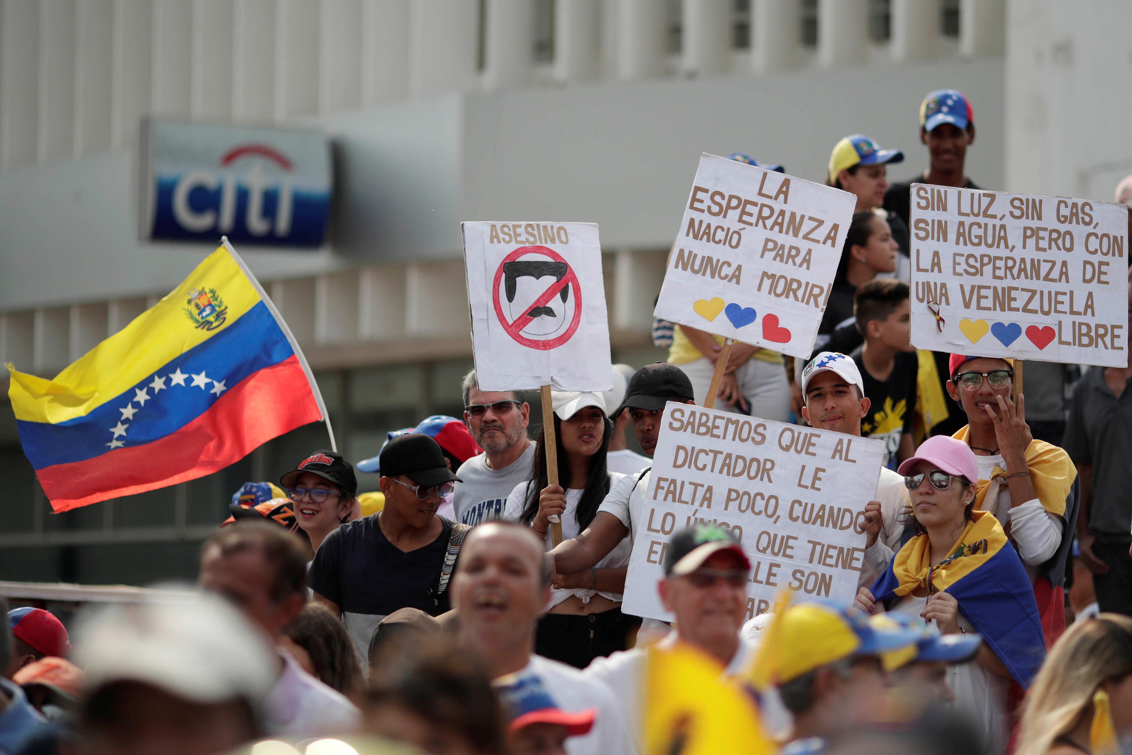 زعيم المعارضة الفنزويلية جوايدو يشارك في مظاهرة خلال زيارته لماراكايبو 12