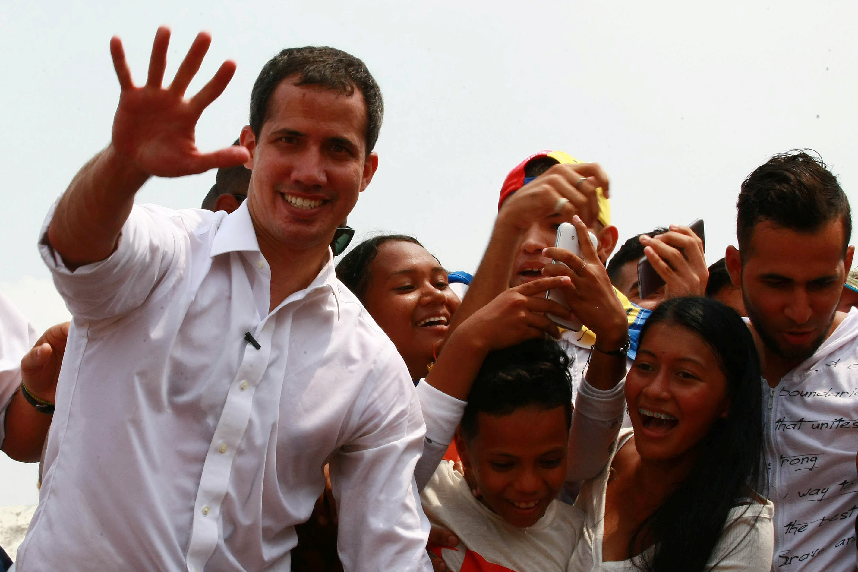 زعيم المعارضة الفنزويلية جوايدو يشارك في مظاهرة خلال زيارته لماراكايبو 19