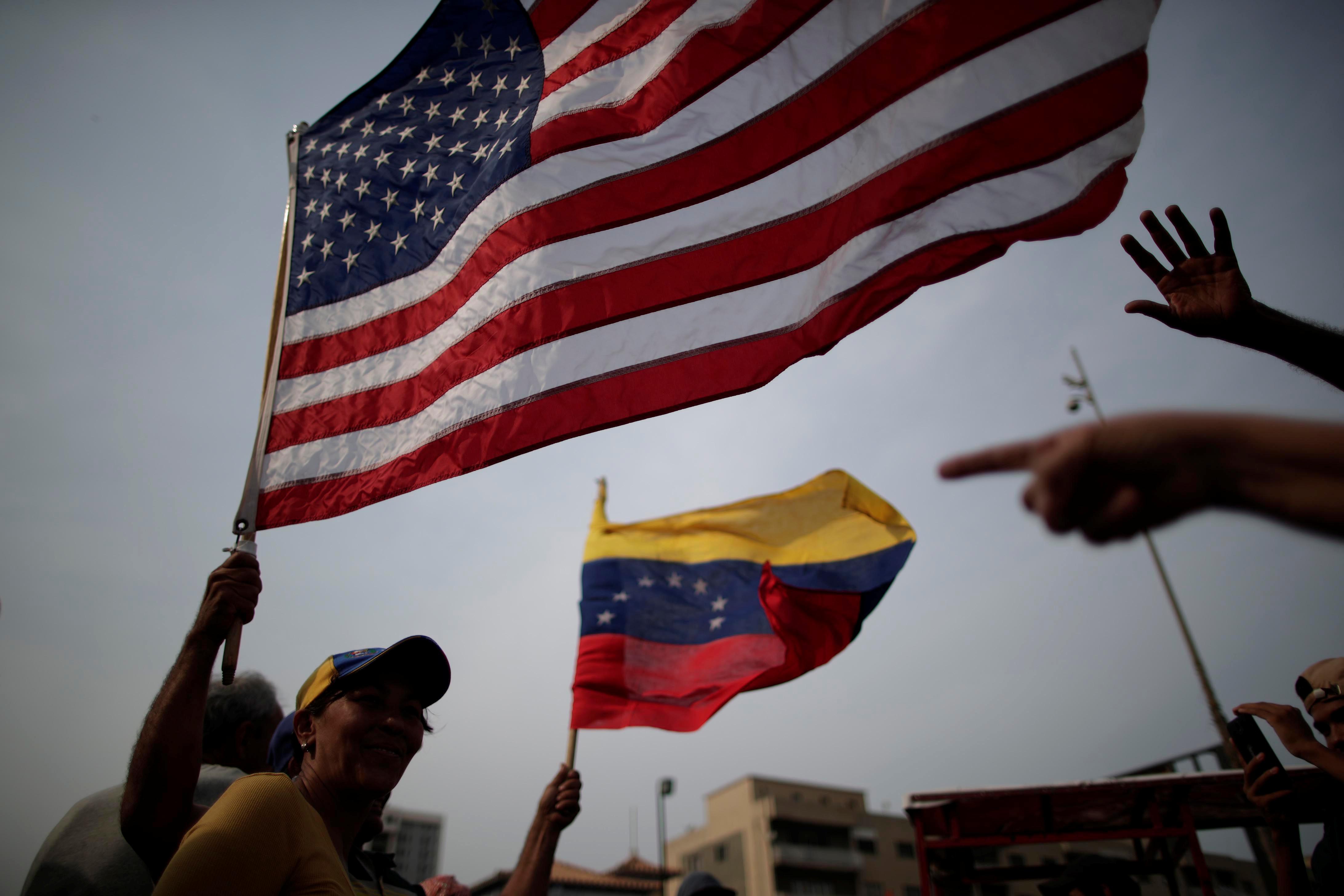 زعيم المعارضة الفنزويلية جوايدو يشارك في مظاهرة خلال زيارته لماراكايبو 11