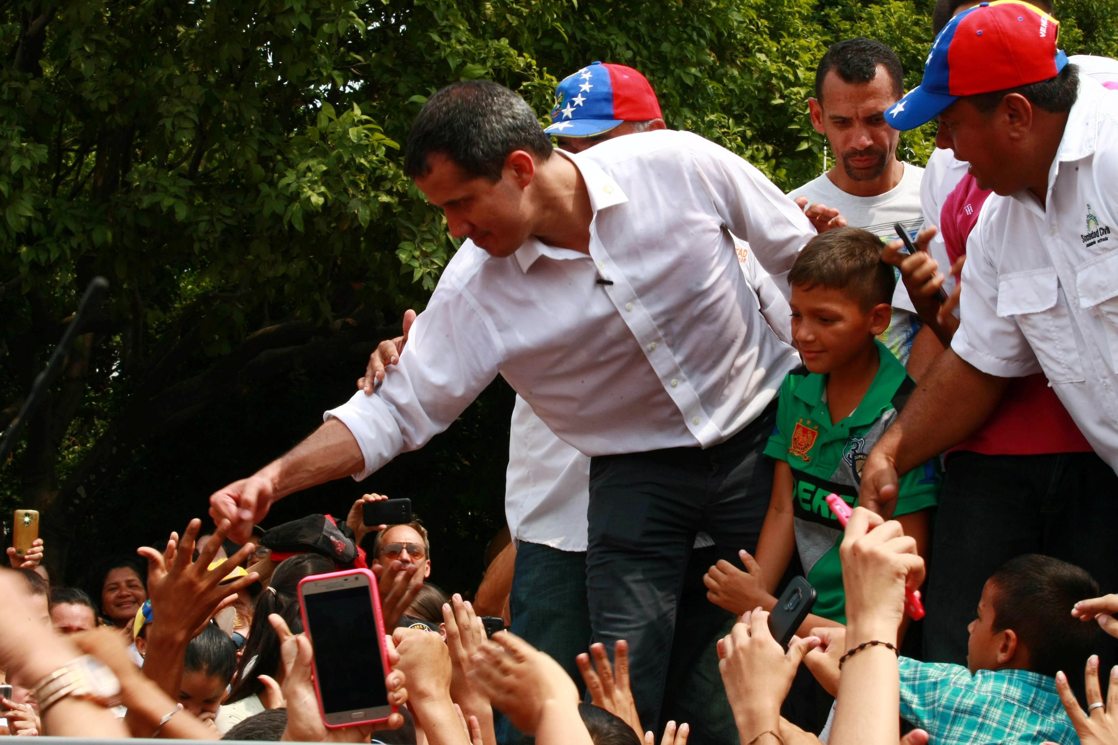 زعيم المعارضة الفنزويلية جوايدو يشارك في مظاهرة خلال زيارته لماراكايبو 23