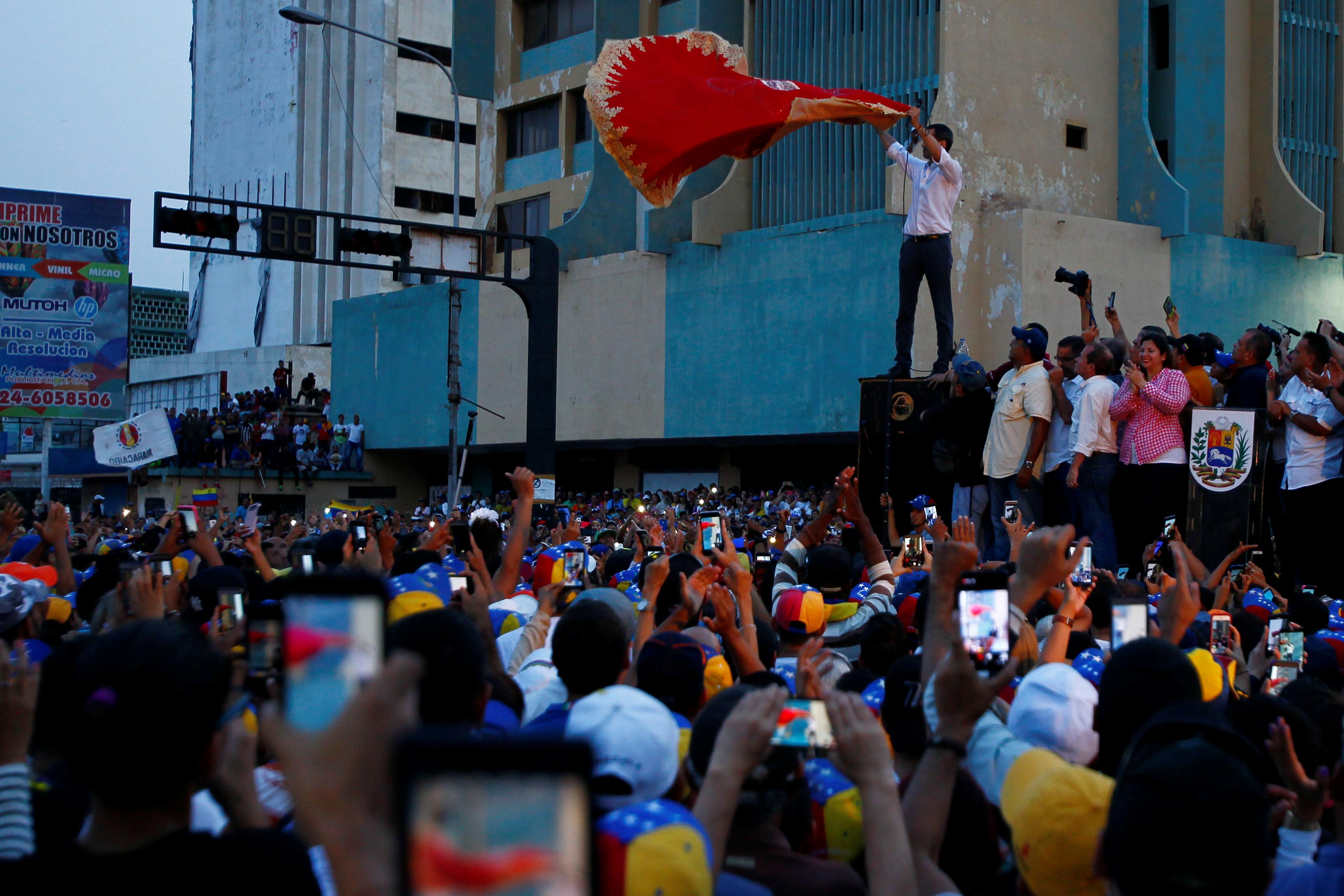 زعيم المعارضة الفنزويلية جوايدو يشارك في مظاهرة خلال زيارته لماراكايبو 18