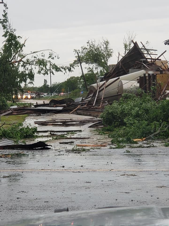 الحطام الذى خلفه إعصار فى فرانكلين بولاية تكساس بامريكا2