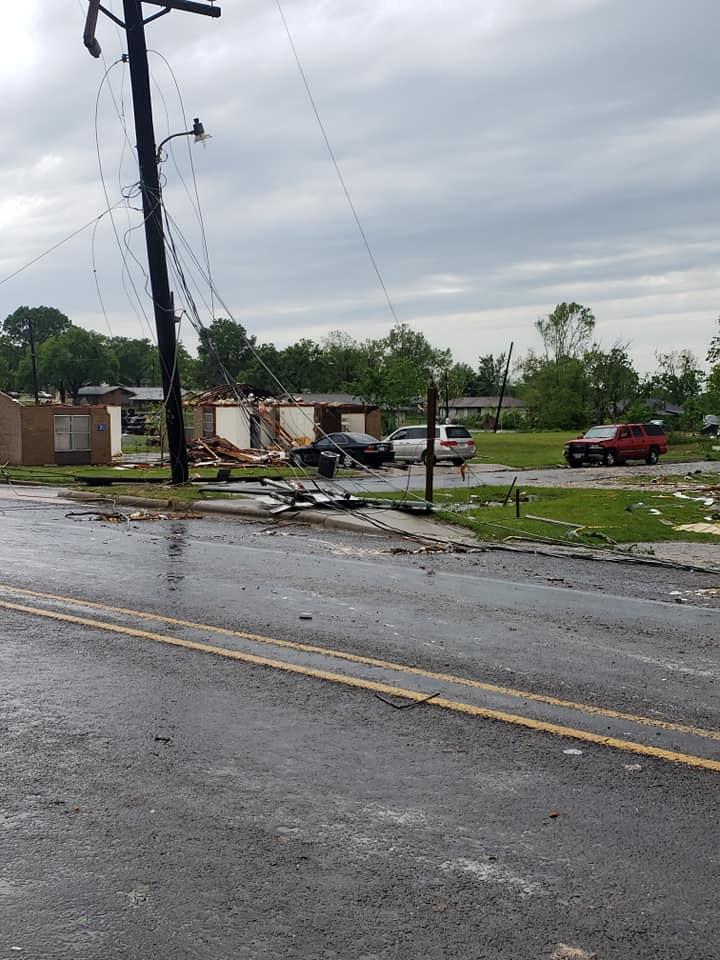 الحطام الذى خلفه إعصار فى فرانكلين بولاية تكساس بامريكا