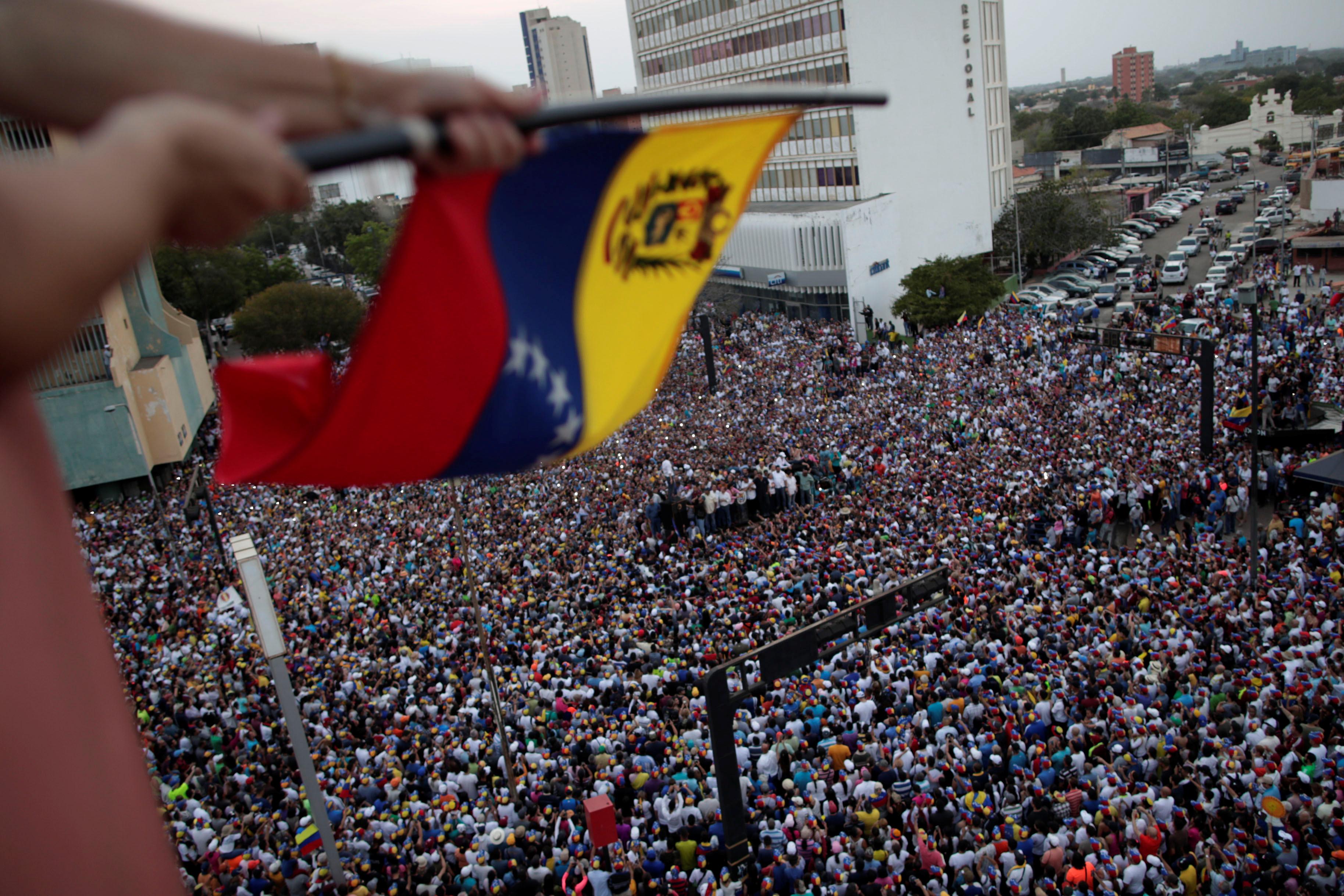 زعيم المعارضة الفنزويلية جوايدو يشارك في مظاهرة خلال زيارته لماراكايبو 2