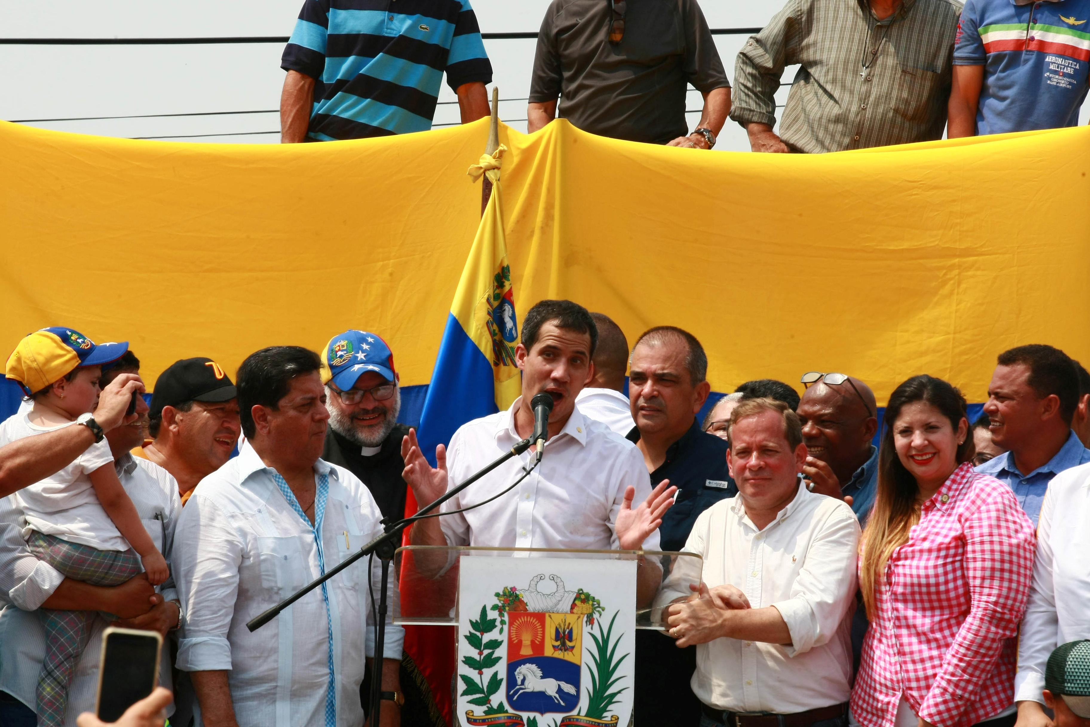 زعيم المعارضة الفنزويلية جوايدو يشارك في مظاهرة خلال زيارته لماراكايبو 24