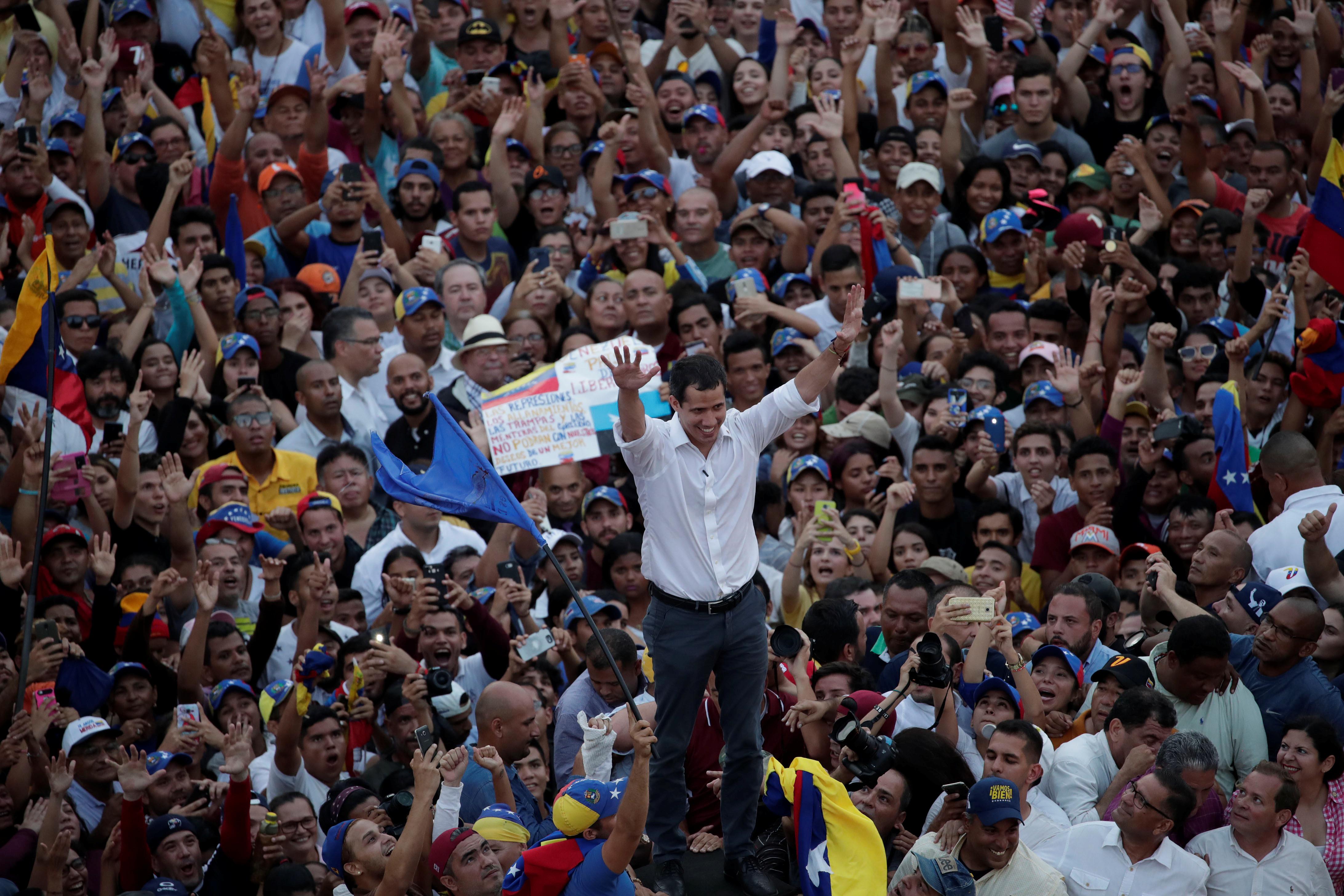 زعيم المعارضة الفنزويلية جوايدو يشارك في مظاهرة خلال زيارته لماراكايبو 6