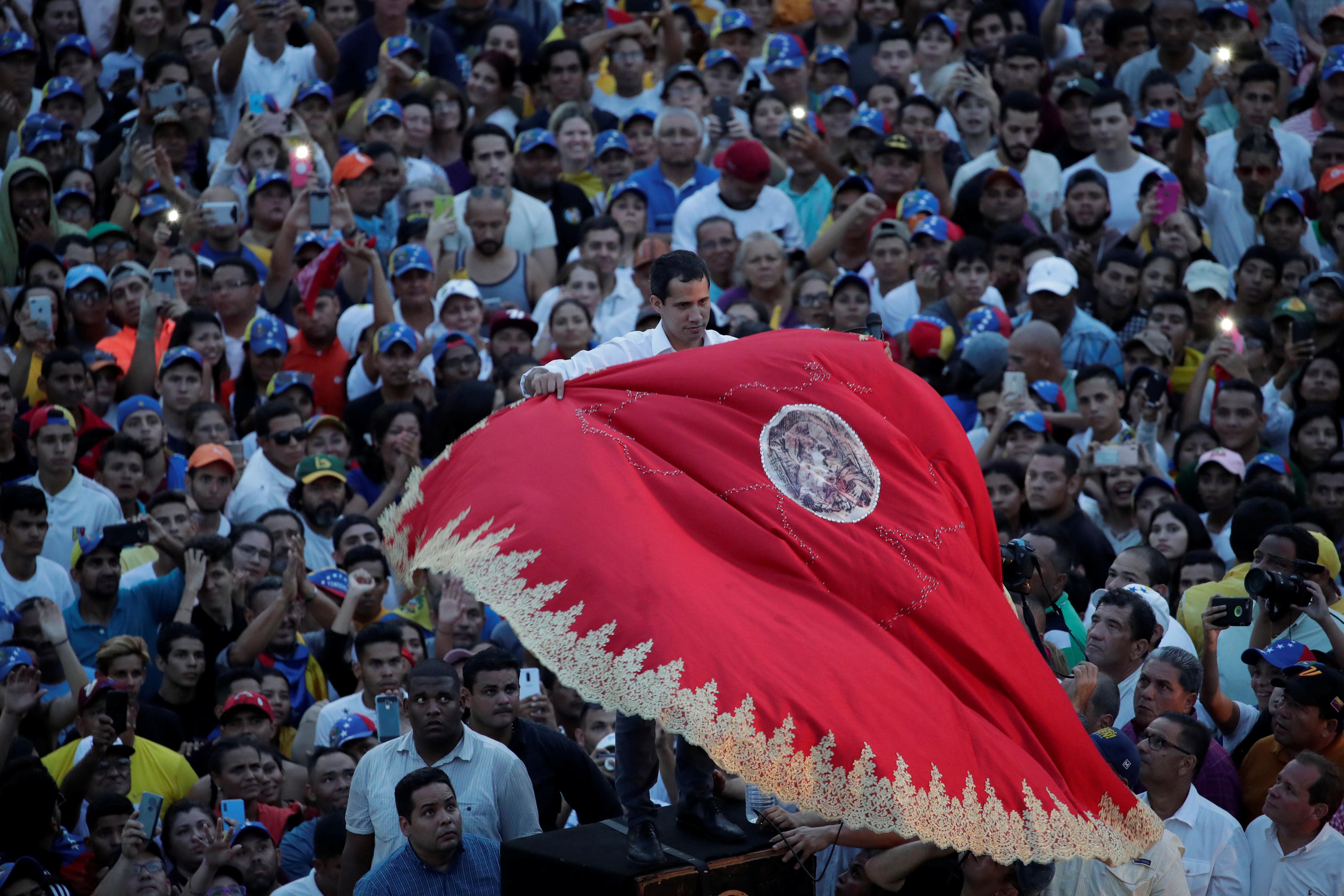 زعيم المعارضة الفنزويلية جوايدو يشارك في مظاهرة خلال زيارته لماراكايبو 14