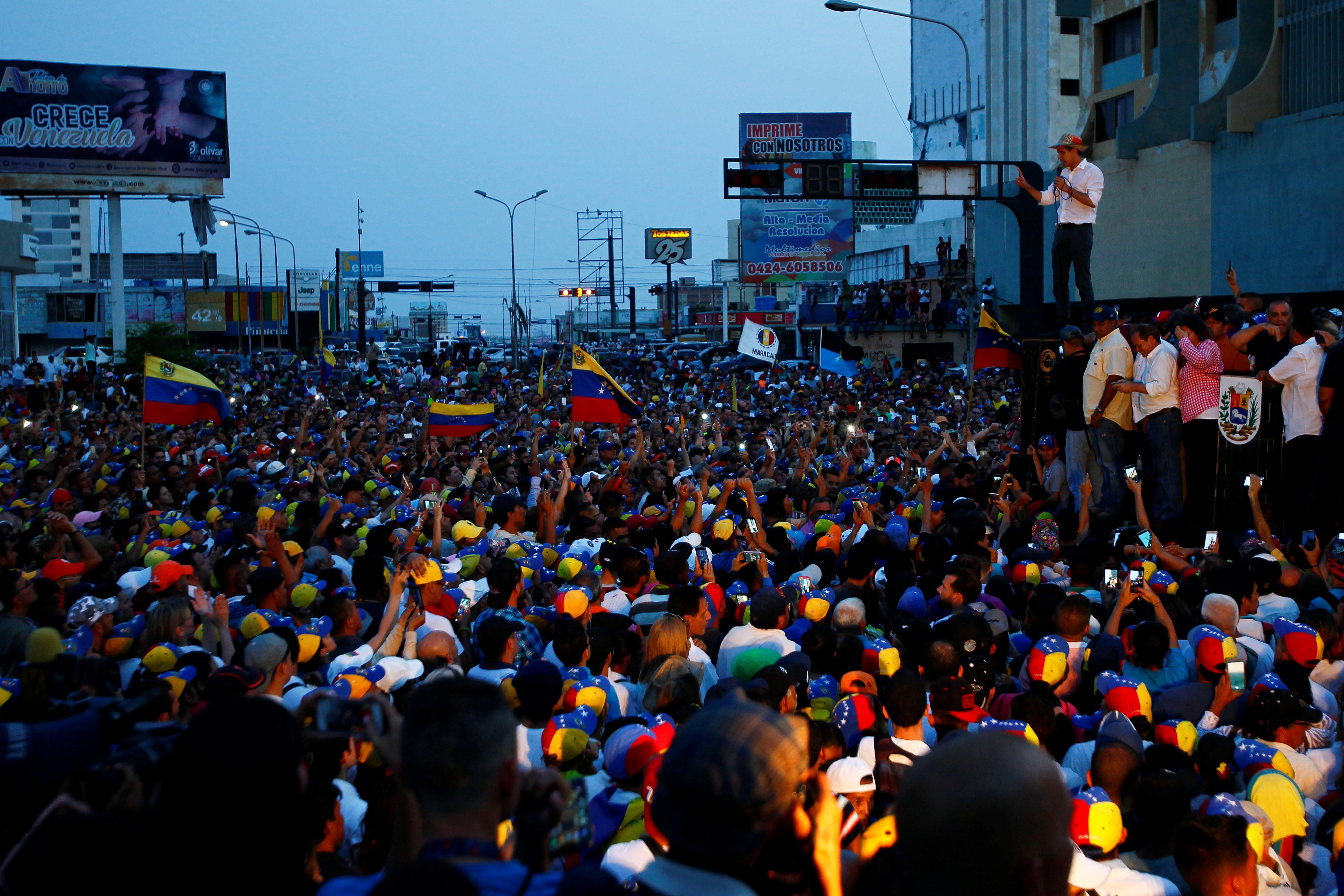 زعيم المعارضة الفنزويلية جوايدو يشارك في مظاهرة خلال زيارته لماراكايبو 16