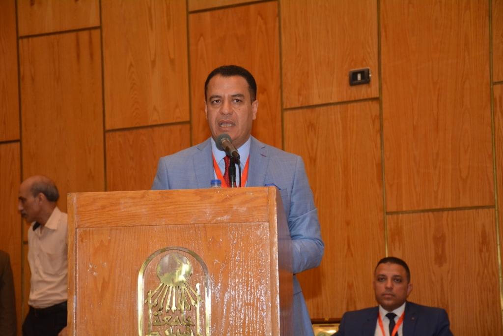 نخبة من الأساتذة والباحثين القانونين بمختلف البلدان العربية  (11)
