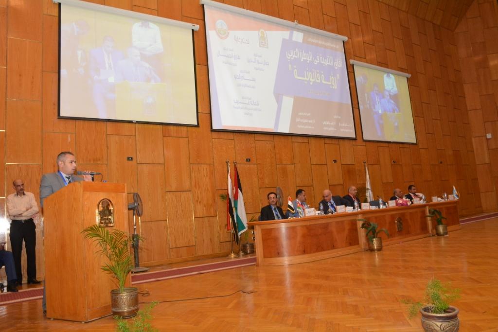 نخبة من الأساتذة والباحثين القانونين بمختلف البلدان العربية  (13)
