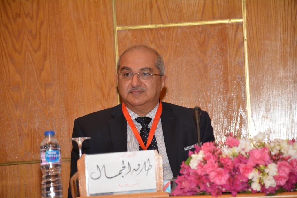 نخبة من الأساتذة والباحثين القانونين بمختلف البلدان العربية  (12)