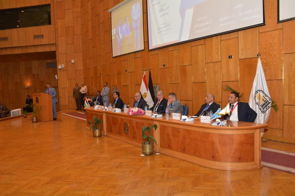 نخبة من الأساتذة والباحثين القانونين بمختلف البلدان العربية  (10)