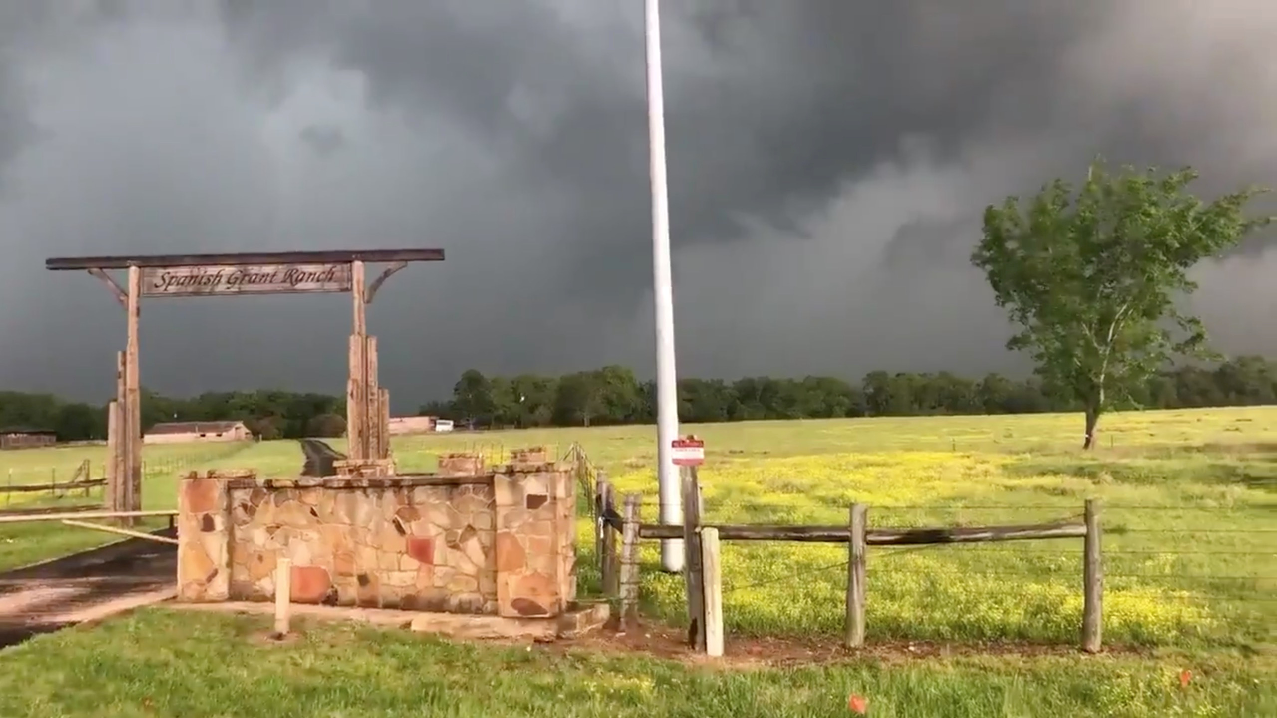 الطقس ومنظر للسحب فى منطقة الاعصار فى تكساس