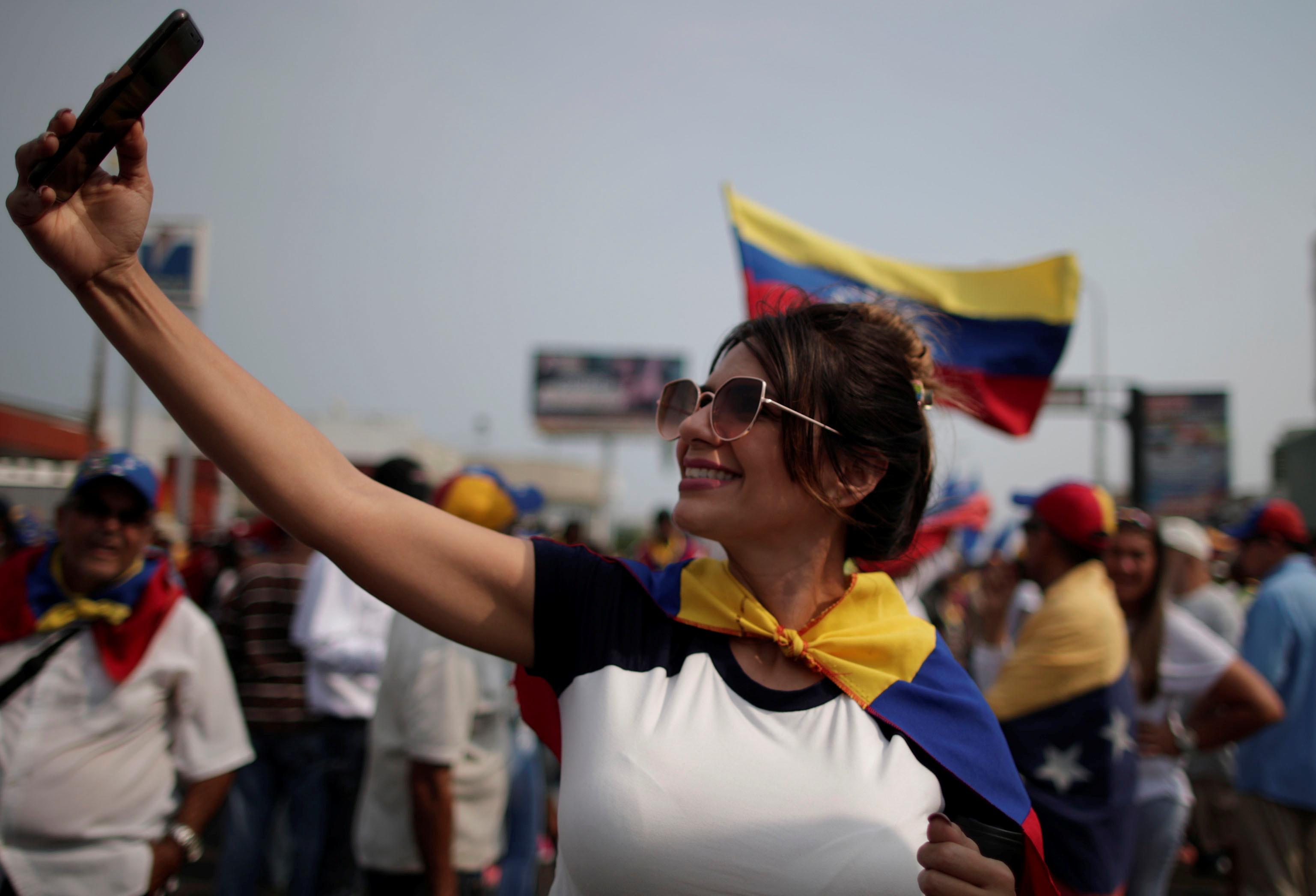 زعيم المعارضة الفنزويلية جوايدو يشارك في مظاهرة خلال زيارته لماراكايبو 13