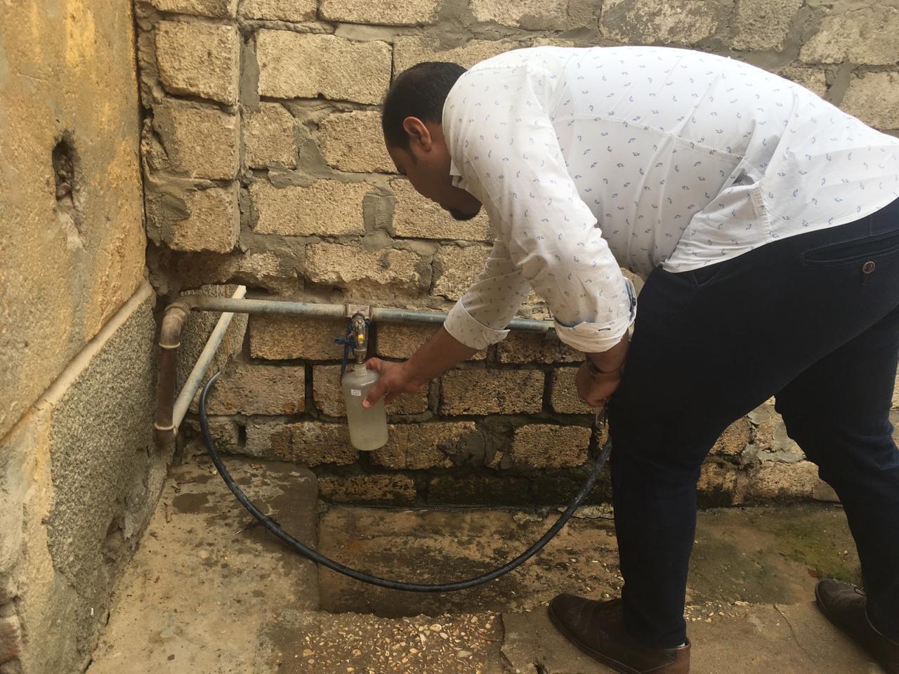 رئيس شركة مياة الشرب بالأقصر يعلن بدء غسيل وتطهير شبكات وخطوط المياة بالحبيل (1)
