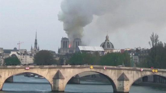 حريق-نوتردام-(3)