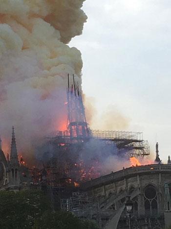 حريق كاتدرائية نوتردام (23)