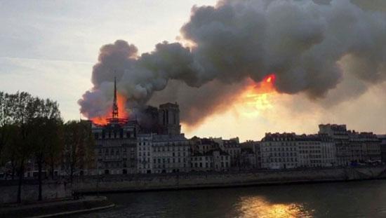 حريق-نوتردام-(6)