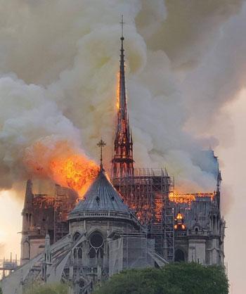 حريق كاتدرائية نوتردام (25)