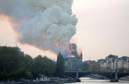 حريق-نوتردام-(8)