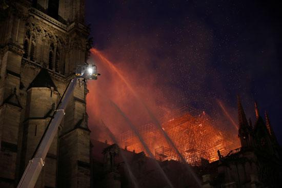 حريق-نوتردام-(5)