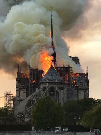 حريق كاتدرائية نوتردام (21)