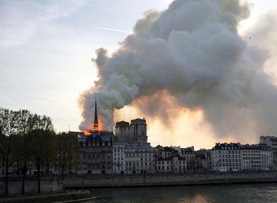 حريق-نوتردام-(2)