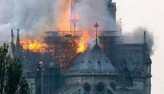 حريق كاتدرائية نوتردام (8)