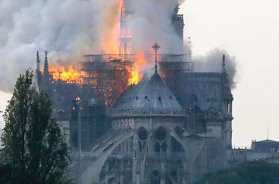 حريق كاتدرائية نوتردام (9)