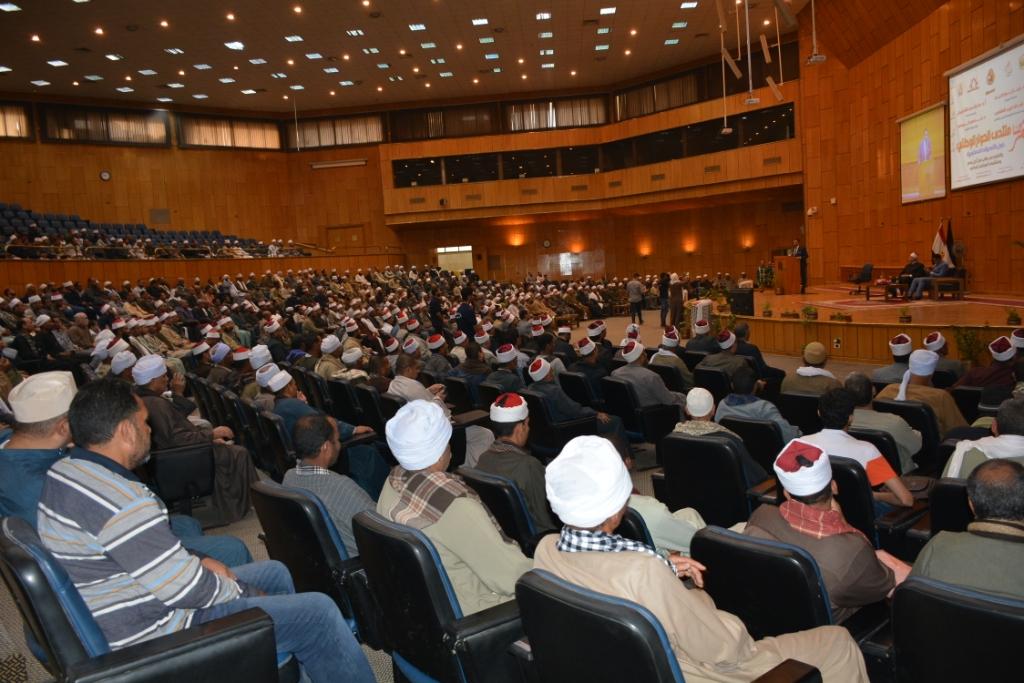 شلقامى يختتم منتدى جامعة أسيوط للحوار الوطنى (6)
