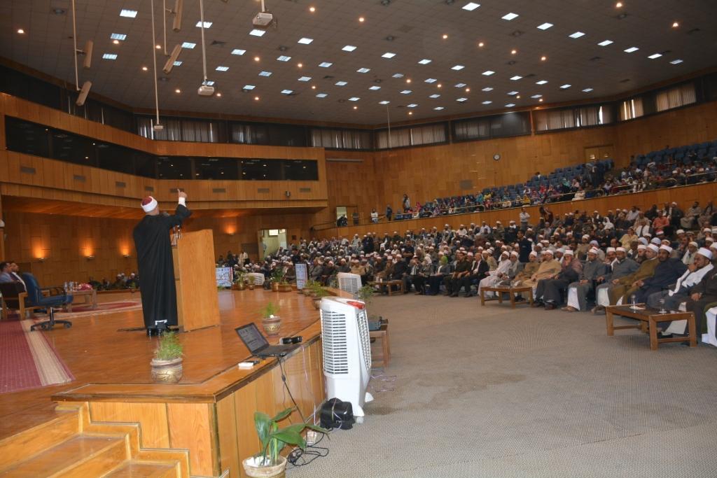شلقامى يختتم منتدى جامعة أسيوط للحوار الوطنى (15)