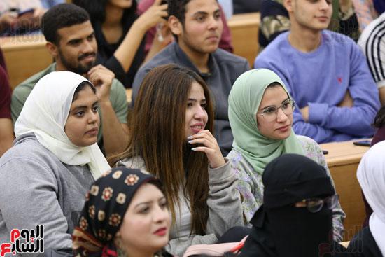 أبو هشيمة فى ندوة جامعة عين شمس (5)