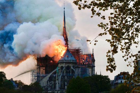 حريق كاتدرائية نوتردام (15)