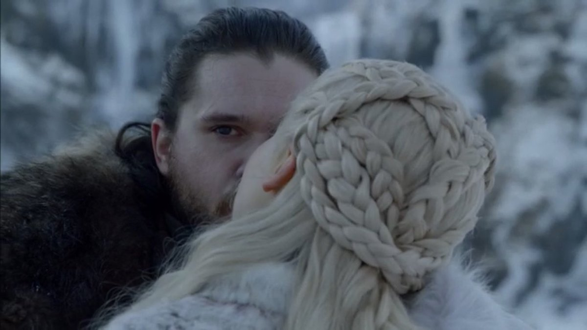 Jon  kisses daenerys Game Of Thrones