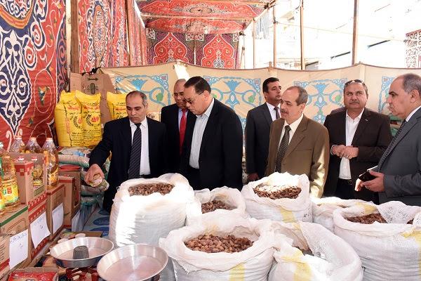 جولة محافظ الشرقية بمعرض أهلا رمضان (1)