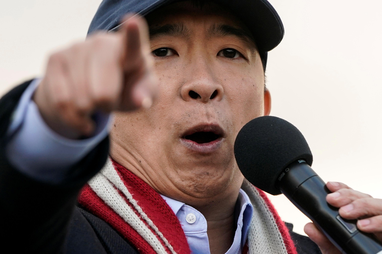 أندرو يانج يخاطب حشد من أنصاره