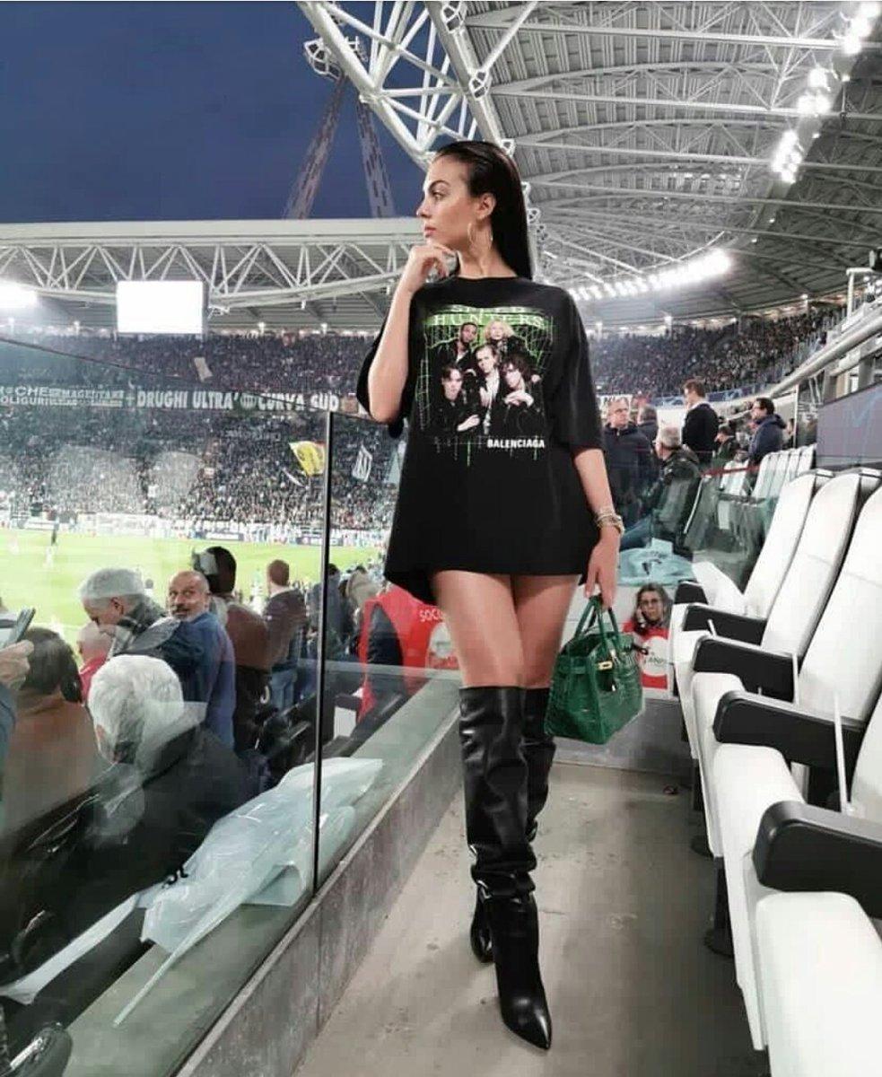 صديقة رونالدو في مباراة يوفنتوس ضد أياكس