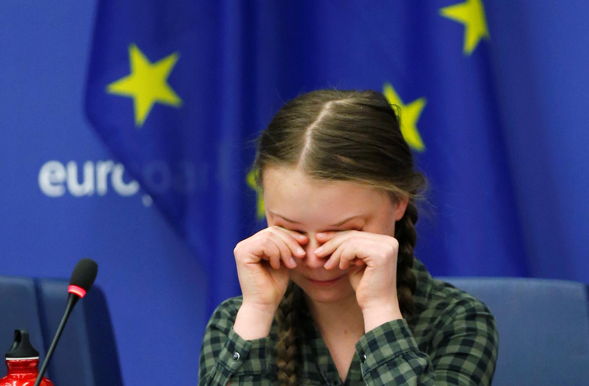 الطفلة السويدية جريتا ثانبيرج داخل البرلمان الأوروبى (10)