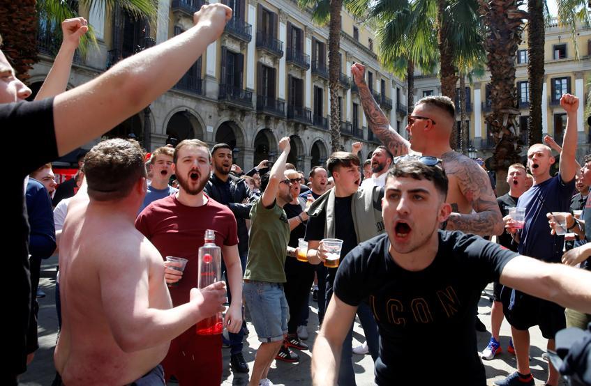 الجماهير قبل قمة برشلونة ضد مانشستر يونايتد (2)