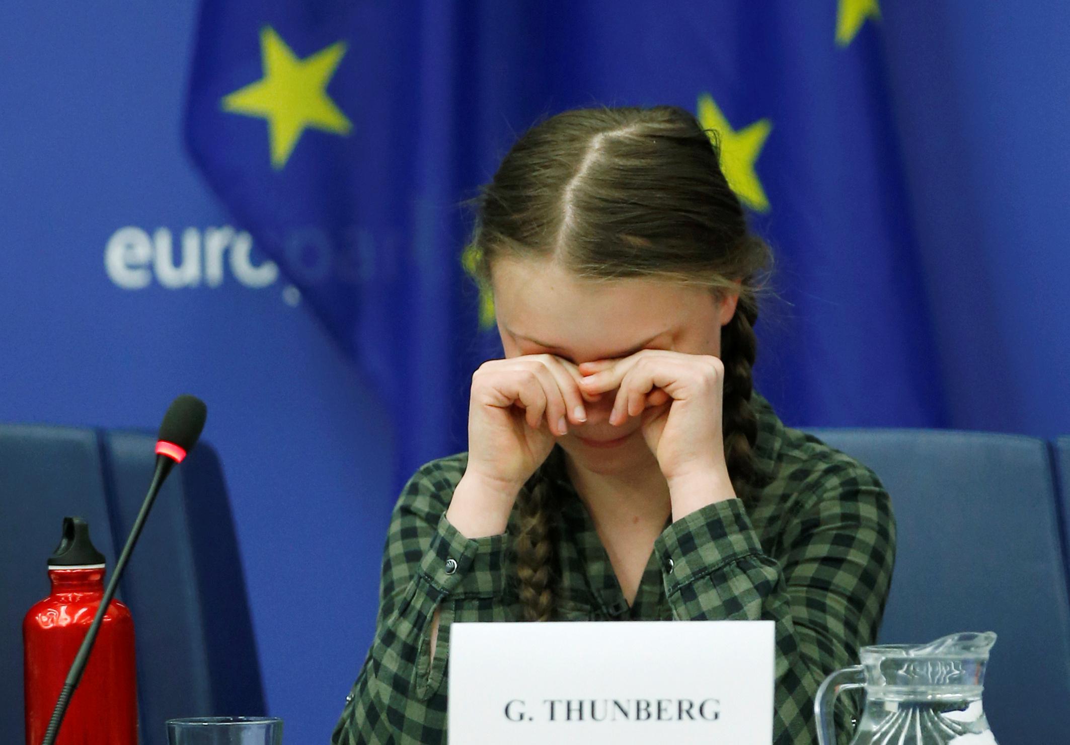 الطفلة السويدية جريتا ثانبيرج داخل البرلمان الأوروبى (9)