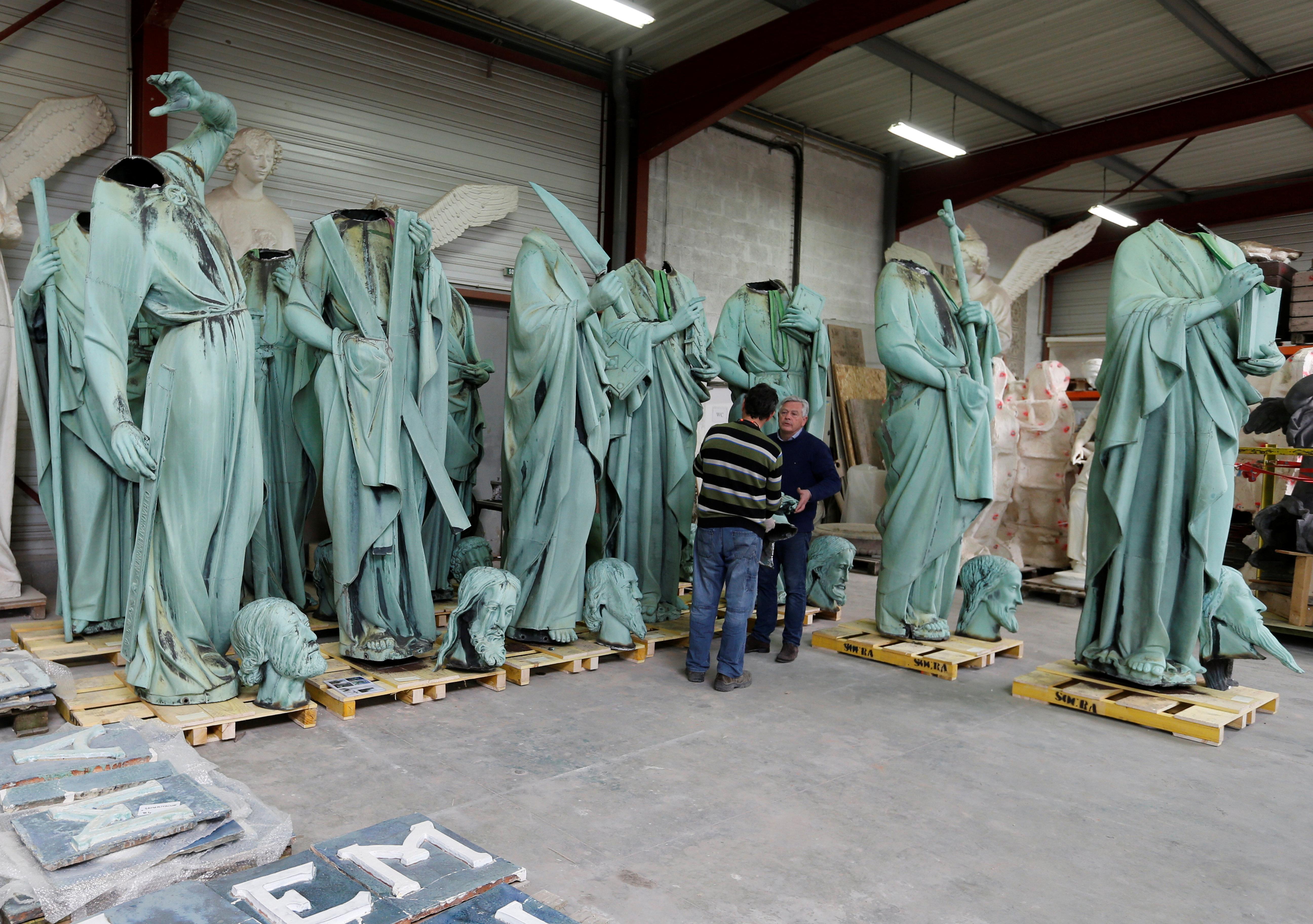 بداية نقل  نفائس الكاتدرائية لمتحف اللوفر (7)