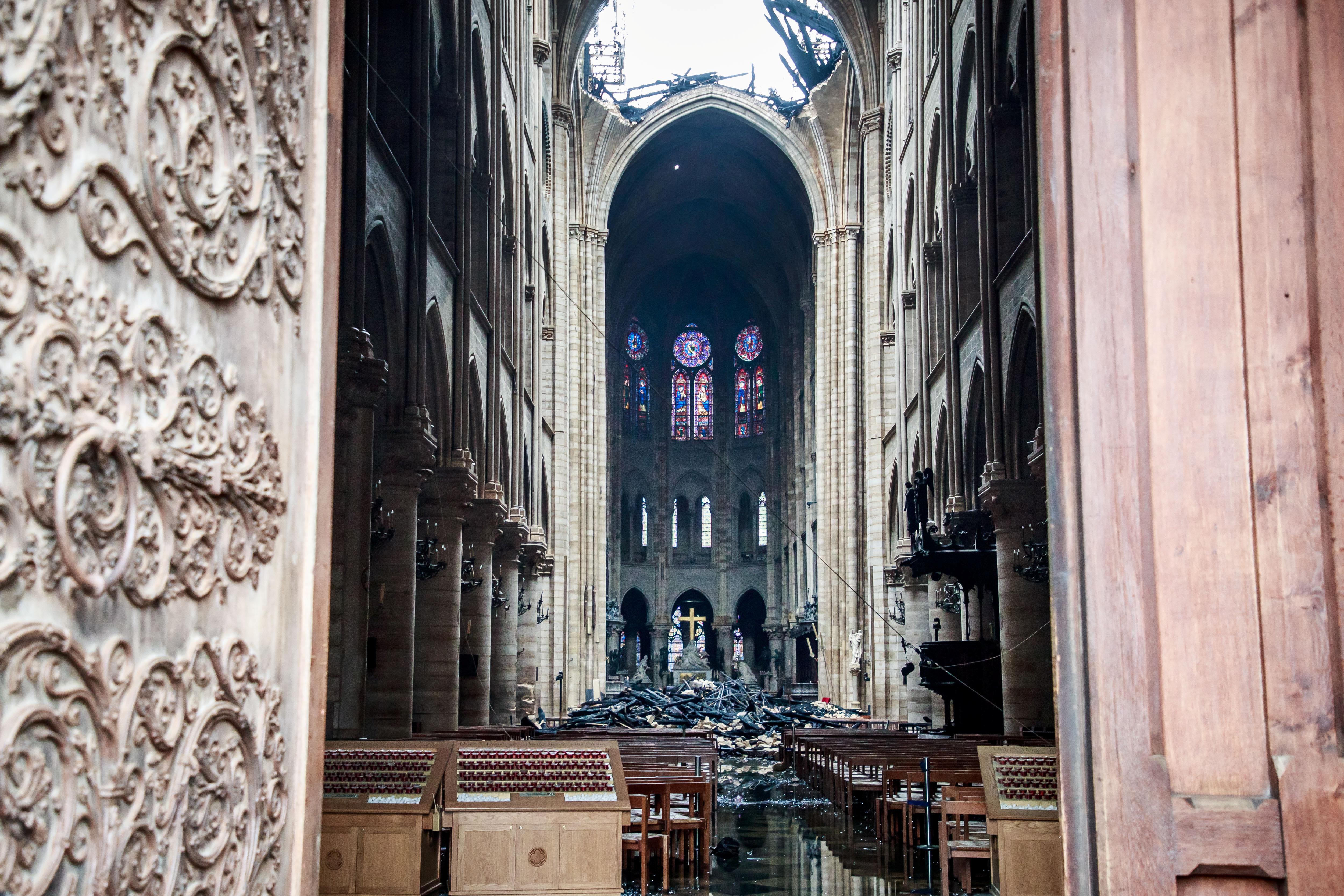 جانب من الدمار الذى حل بالكاتدرائية (6)