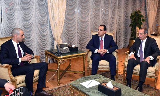 رئيس الوزراء يلتقي الرئيس التنفيذي لمجموعة الخرافى الكويتية (5)
