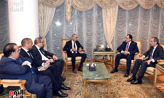 رئيس الوزراء يلتقي الرئيس التنفيذي لمجموعة الخرافى الكويتية (2)