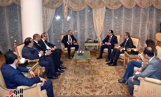 رئيس الوزراء يلتقي الرئيس التنفيذي لمجموعة الخرافى الكويتية (1)